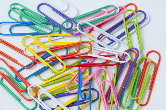 Scattered colourful paperclips